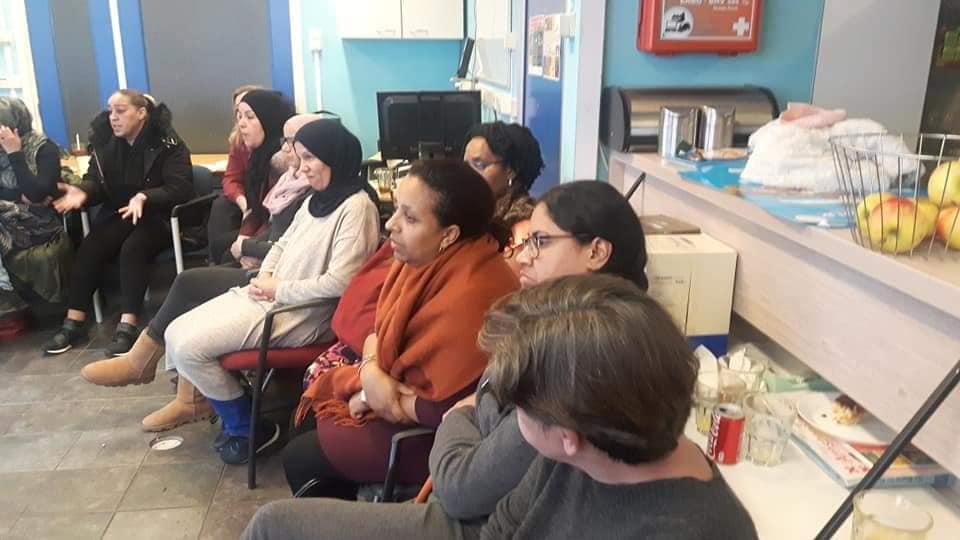 Sexting bijeenkomst moeders in het Blauwe Huis
